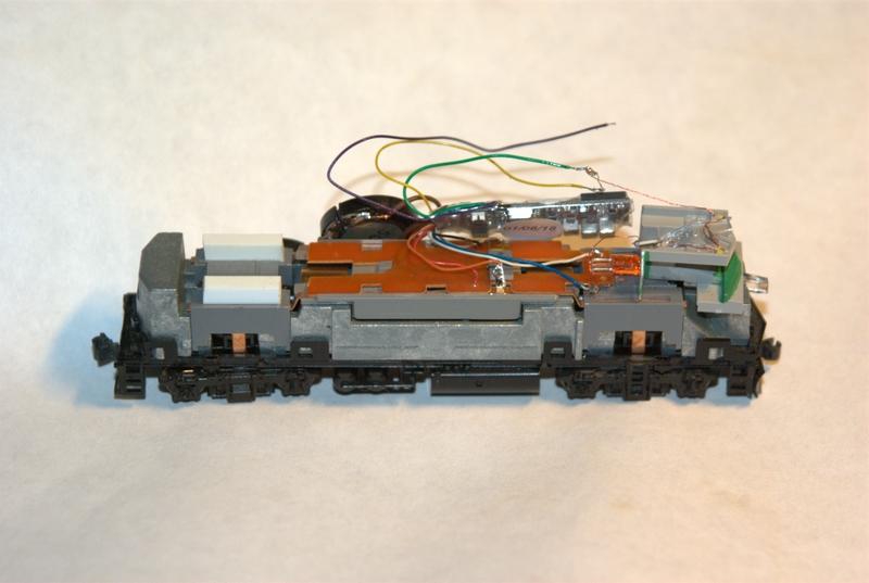 N-scale F40PH sound installation on